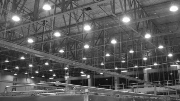 Энергосберегающие лампы в производственном помещении