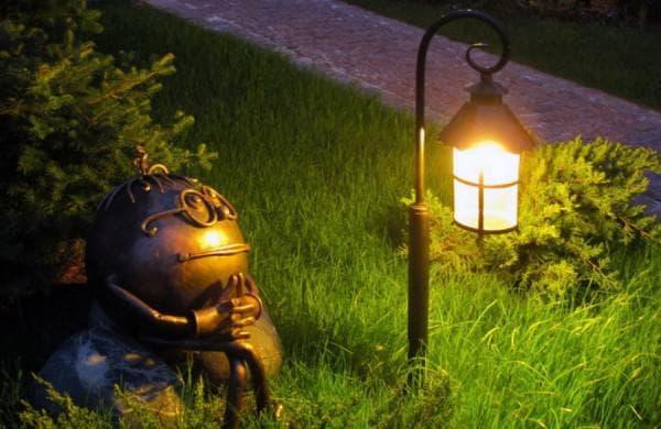 Дизайнерский подход к уличному освещению на даче