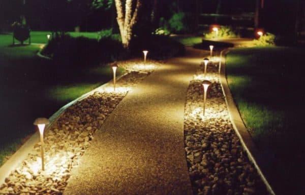 Подсветка пешеходных дорожек на даче