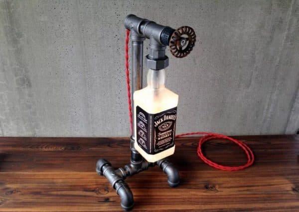 Настольная лампа в стиле стимпанк из труб и пустой бутылки
