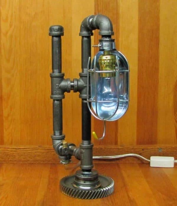 Настольная лампа из труб в стиле стимпанк