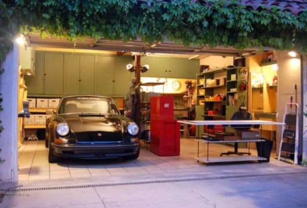 Освещение в гараже разными видами осветительных приборов