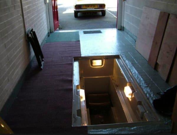 Смотровая яма с тремя светильниками