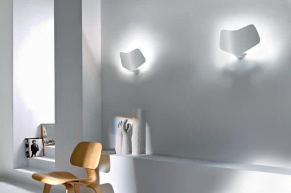Дизайнерские светильники в интерьере коридора