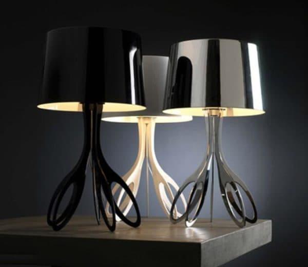 модная настольная лампа